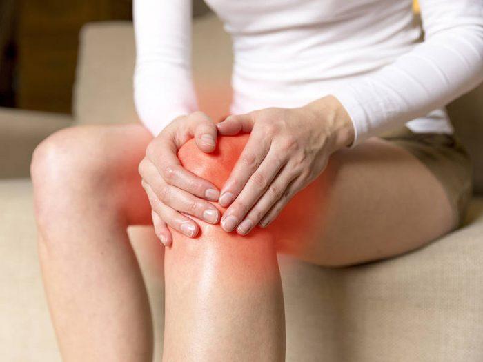 Các huyệt xung quanh đẩu gối và cách điều trị khớp gối